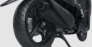 BAN LEBAR Lebih stabil saat berkendara dan membuat tampilan semakin gagah.