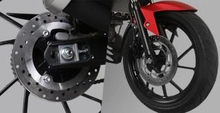 DOUBLE DISC BRAKE Membuat pengereman optimal dengan cakram pada roda depan dan belakang.