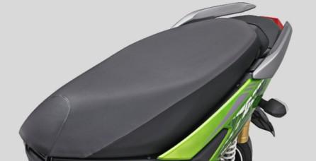 DESAIN JOK BERGAYA ADVENTURE Jok dengan desain rata memudahkan mengatur posisi duduk serta kombinasi dua warna yang membuatnya tampil lebih stylish.