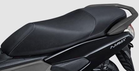PREMIUM SEAT DESIGN Desain Jok baru dengan perpaduan tekstur kulit & satin yang disatukan dengan motif jahitan elegan membuat tampilan motor menjadi lebih berkelas.