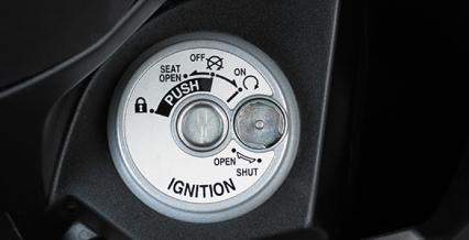 MULTIFUNCTION KEYS Semakin praktis dengan Multifunction Key untuk menghidupkan motor, membuka jok, mengunci stang, pengaman lubang kunci.
