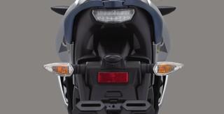 REMOVABLE MUD GUARD Fender belakang yang dapat dilepas dan multifungsi untuk menahan cipratan air.