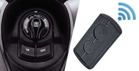 SMART KEY SYSTEM Sistem kunci tanpa anak kunci (Keyless). Fitur ini membuat berkendara semakin praktis dan aman karena disematkan fitur Immobilizer dan Answer Back System untuk memudahkan pengendara mencari posisi motor.
