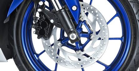 WIDE DIAMETER FRONT DISC BRAKE Disc brake depan dengan diameter piringan cakram 282 mm memberikan pengereman yang lebih optimal
